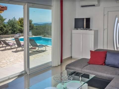 Opremljena kuća s bazenom i panoramskim pogledom