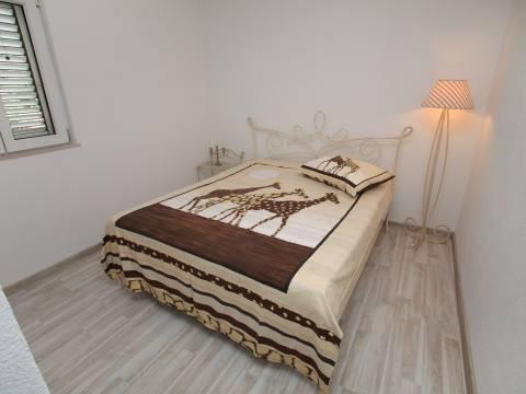 Trogir, Ciovu. Ein alleinstehendes Haus in einer sehr guten Lage.