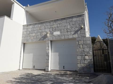 Kuća s garažom, dvojni objekt kod Rogoznice
