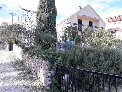 Manja kuća u Vinišću s lijepim pogledom a more
