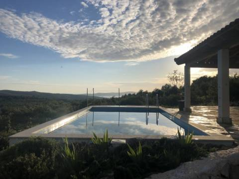 Prekrasno imanje s bazenom - otok Brač