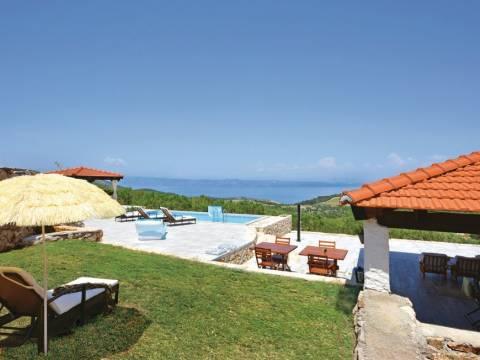 Lijepa kuća s bazenom i pogledom na more, otok Hvar