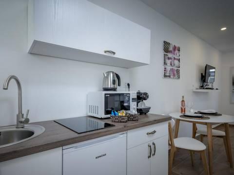 2 opremljena studio apartmana na odličnoj lokaciji