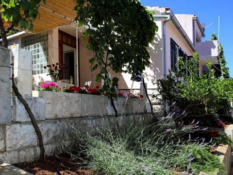 Kuća u neposrednoj blizini mora, dvojni objekt, grad Hvar