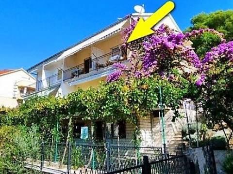 Lijepa dvojna apartmanska kuća 30m od plaže