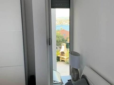 Luksuzan dvoetažni stan s okućnicom, Čiovo, Okrug Gornji