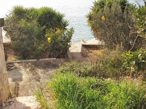 Rogoznica: stari objekt s dozvolom za vilu, 1. red do mora