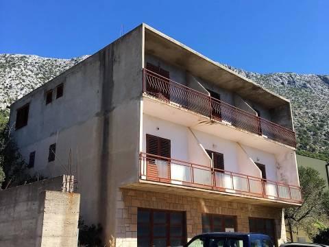Igrane, nedovršena kuća s potencijalom, Makarska rivijera