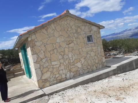 Poljoprivredno zemljište s legaliziranom kućicom, Supetar, Brač; Immo-Nova
