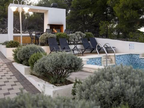 Apartmanska kuća s bazenom, Ražanj