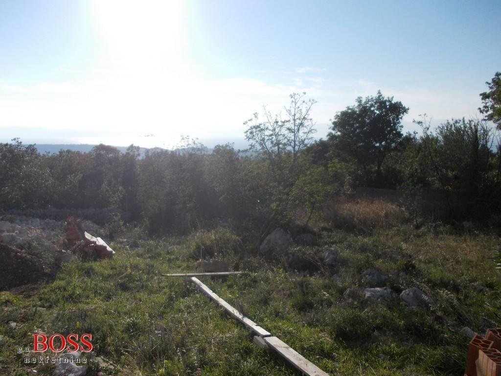 ŠMRIKA, GRAĐEVINSKO ZEMLJIŠTE 1 700m2, POGLED NA MORE, 68 000 EUR/KN