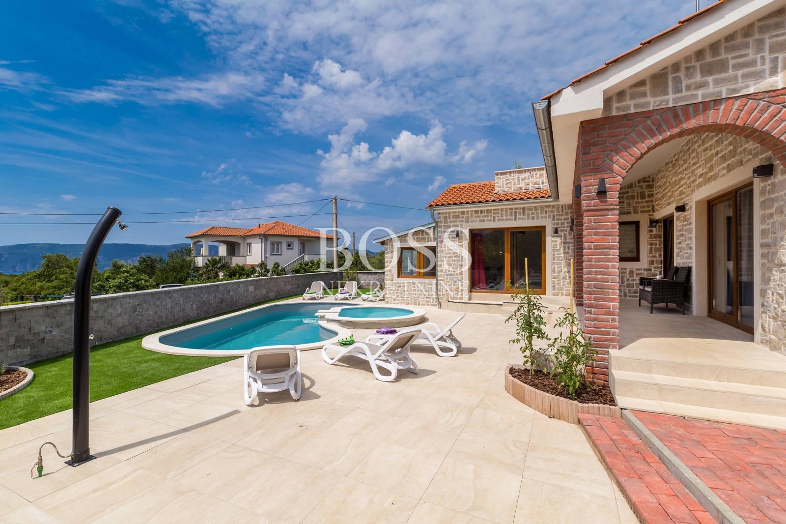 Krk, samostojeća kuća s bazenom