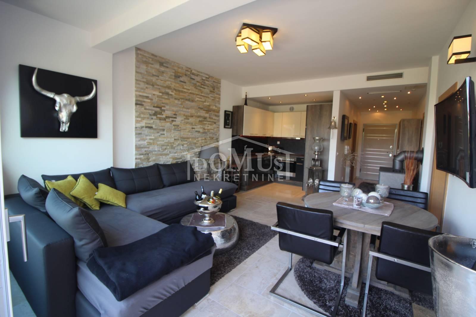 Luxuriös eingerichtete Zwei-Zimmer-Wohnung in Vodice, Apartment ...
