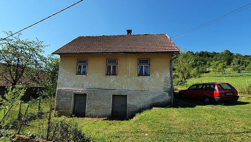 Gorski kotar, Vrbovsko, starija kuća sa velikom okućnicom