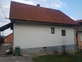 Gorski kotar, kuća sa velikom okućnicom