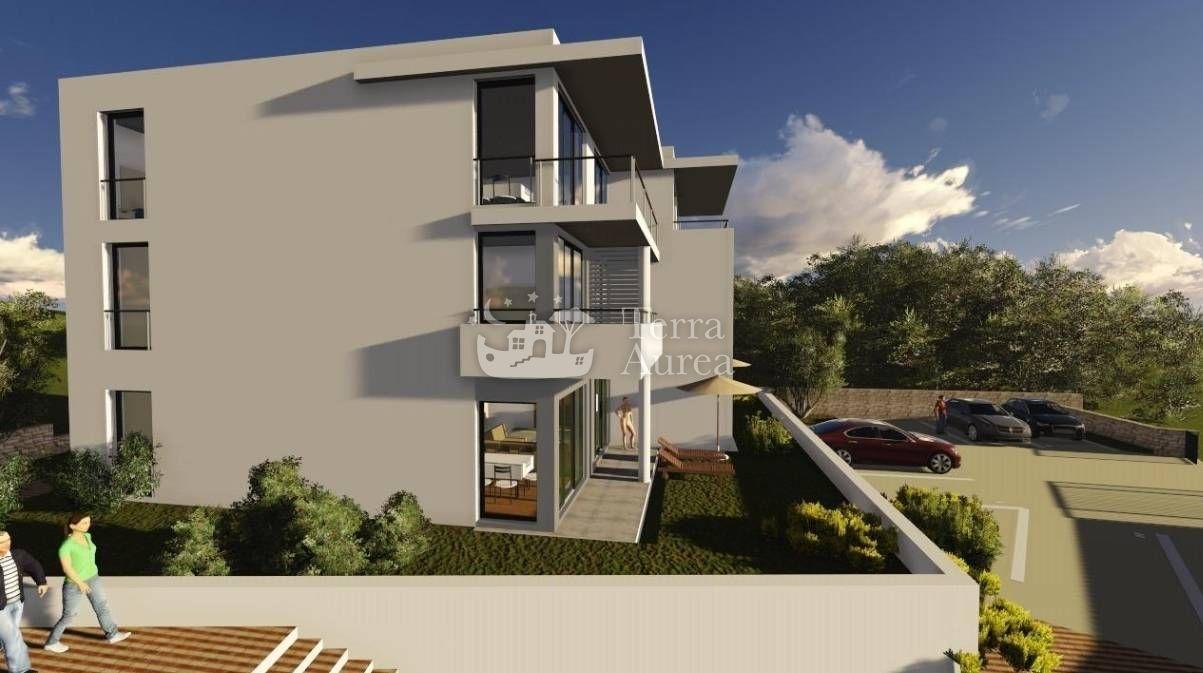 Exklusive moderne Maisonette-Wohnung in dem Gebäude in einer schönen ...