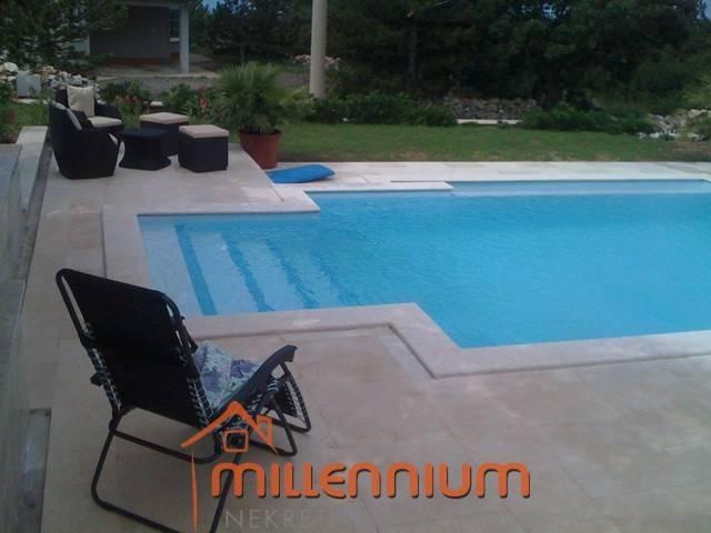 Šmrika kod Crikvenice, atraktivna kuća s bazenom