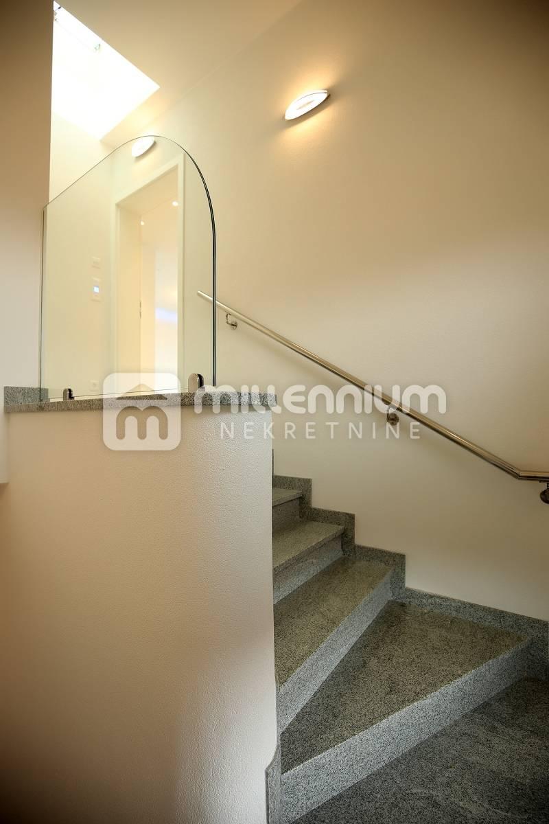 Kostrena, 118.78m2, luksuzan stan u urbanoj vili u blizini mora