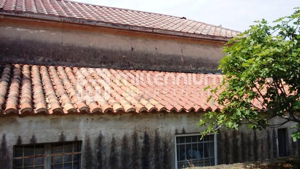 Kostrena, adaptirana primorska starina s garažom
