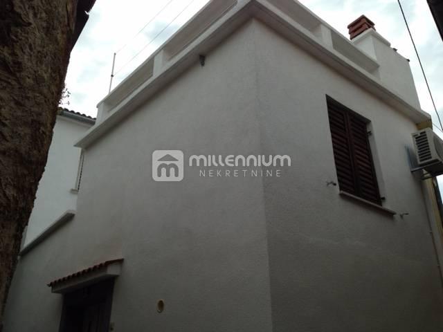 Crikvenica, Selce, obnovljena starina u centru