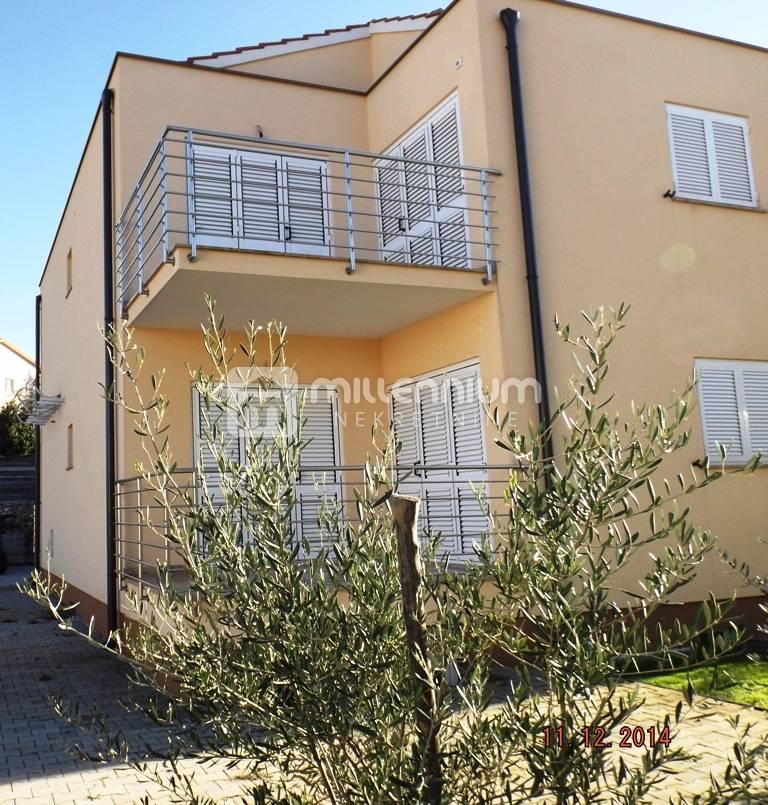 Otok Krk, Malinska, 87m2, apartman s dva balkona