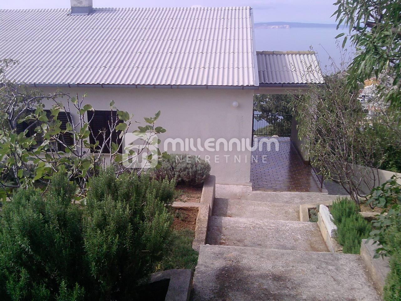 Senj, kuća u prekrasnom mediteranskom ambijentu na obali mora