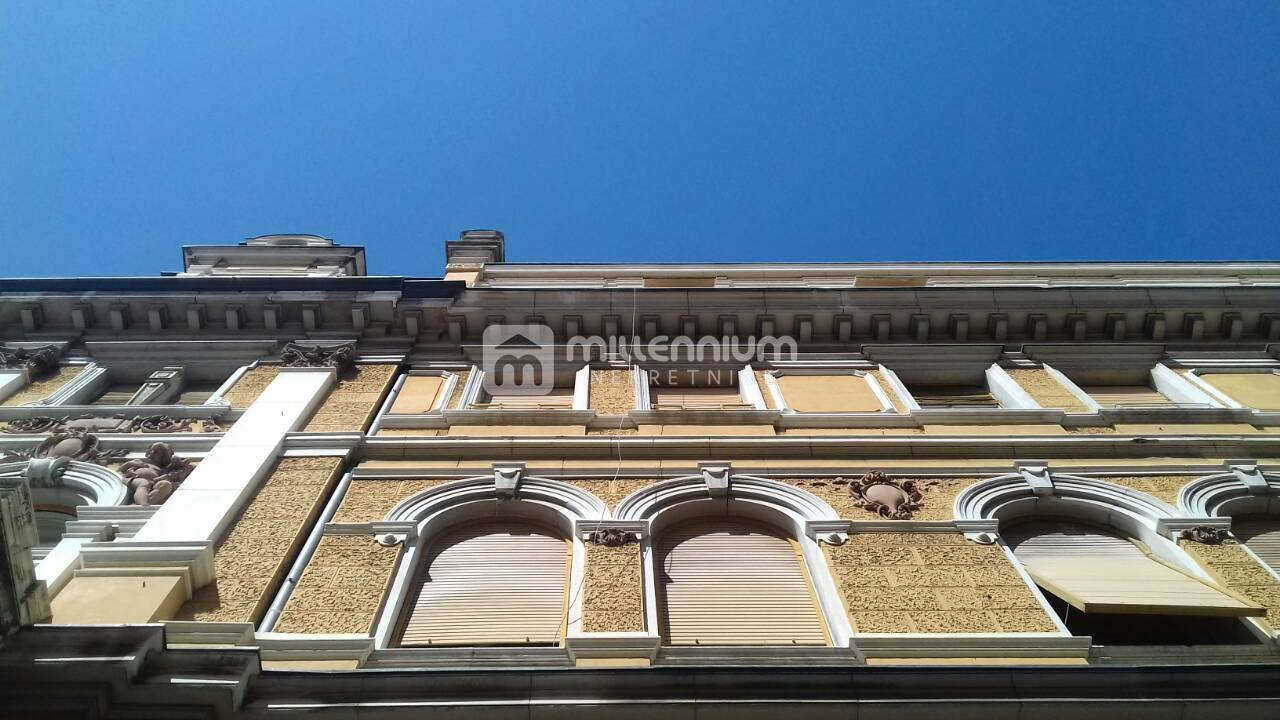 """Rijeka, Centar, stan veličine 106m2 u """"palači"""""""