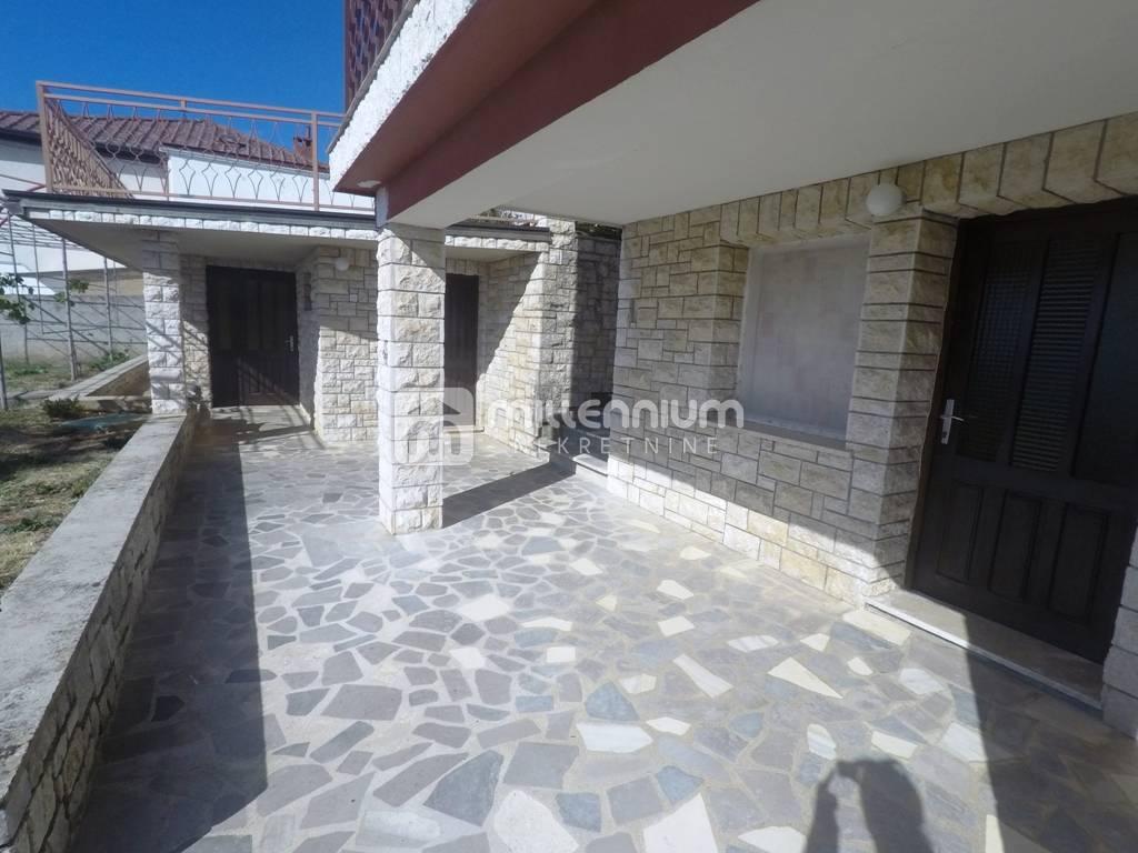 Opatija-Ičići, 245m2, kuća s četiri stana