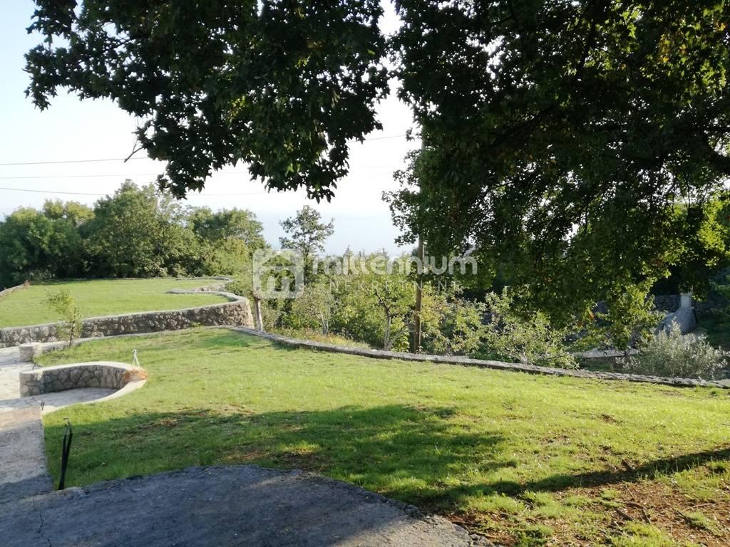 Rijeka, Rešetari, imanje s 2 kuće na terenu od 9.000m2