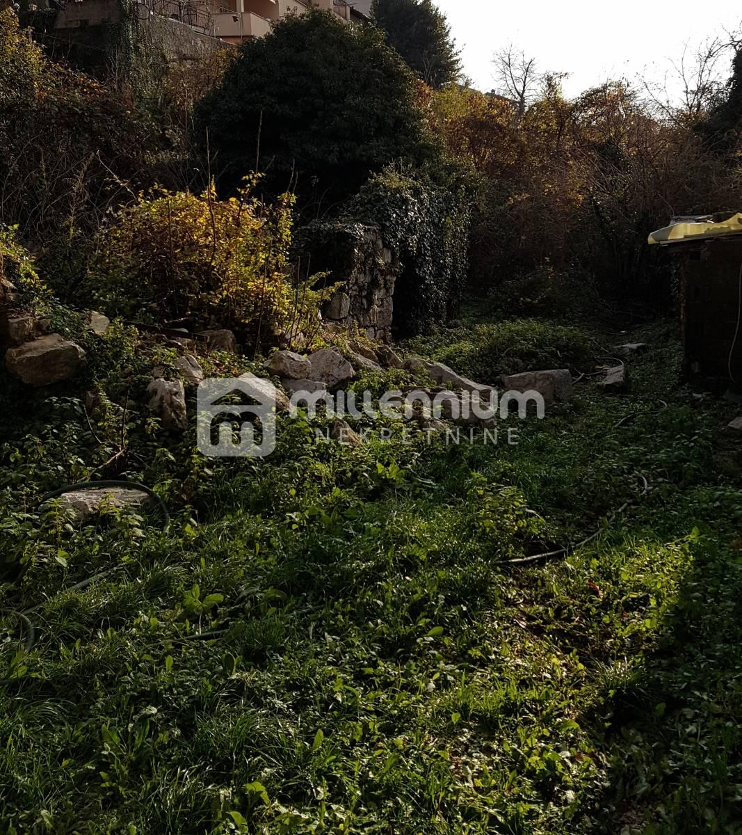Rijeka, Gornja Drenova, starina i ruševine na 1.200m2 okućnice