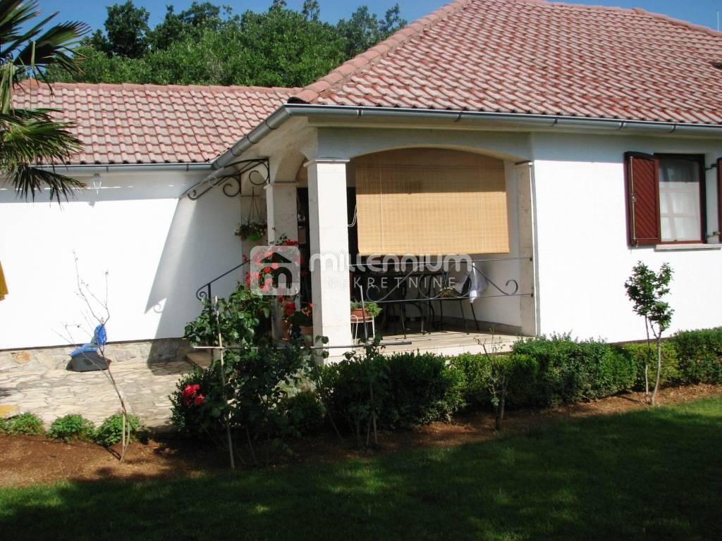 Krk, samostojeća prizemnica, okućnica, garaža, bungalov