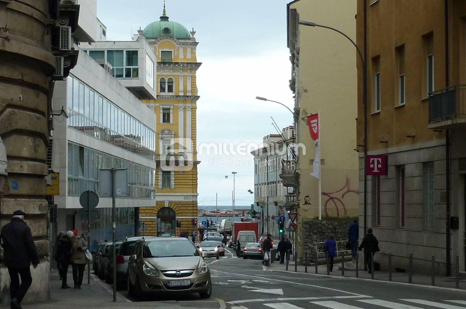 Rijeka, Centar, 98.96m2, 2-sobni stan s db