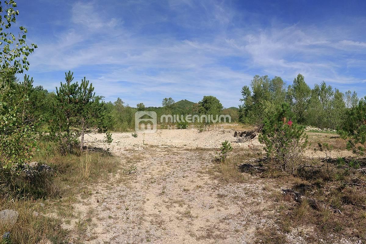 Istra, Šušnjevica, građevinsko zemljište od 10.091m2