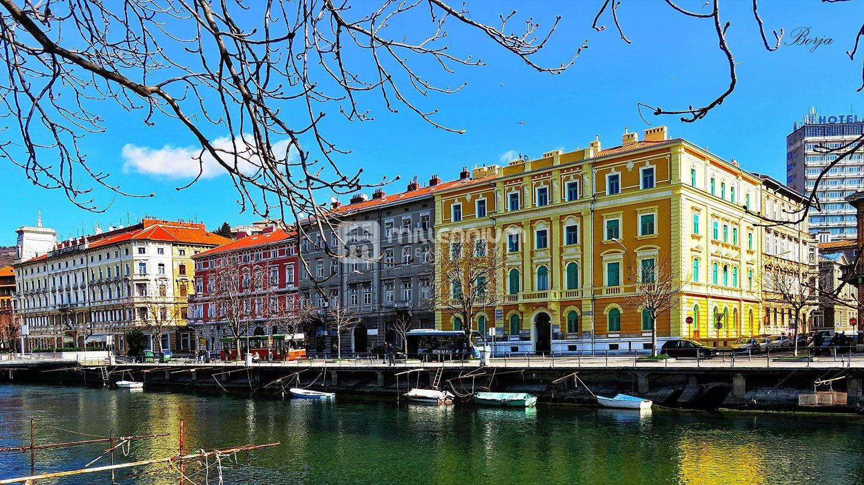 Rijeka, Sušak, poslovni objekt od 815m2 - 20 ureda