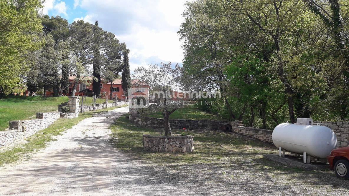Istra, Kanfanar, nova kuća s velikom okućnicom