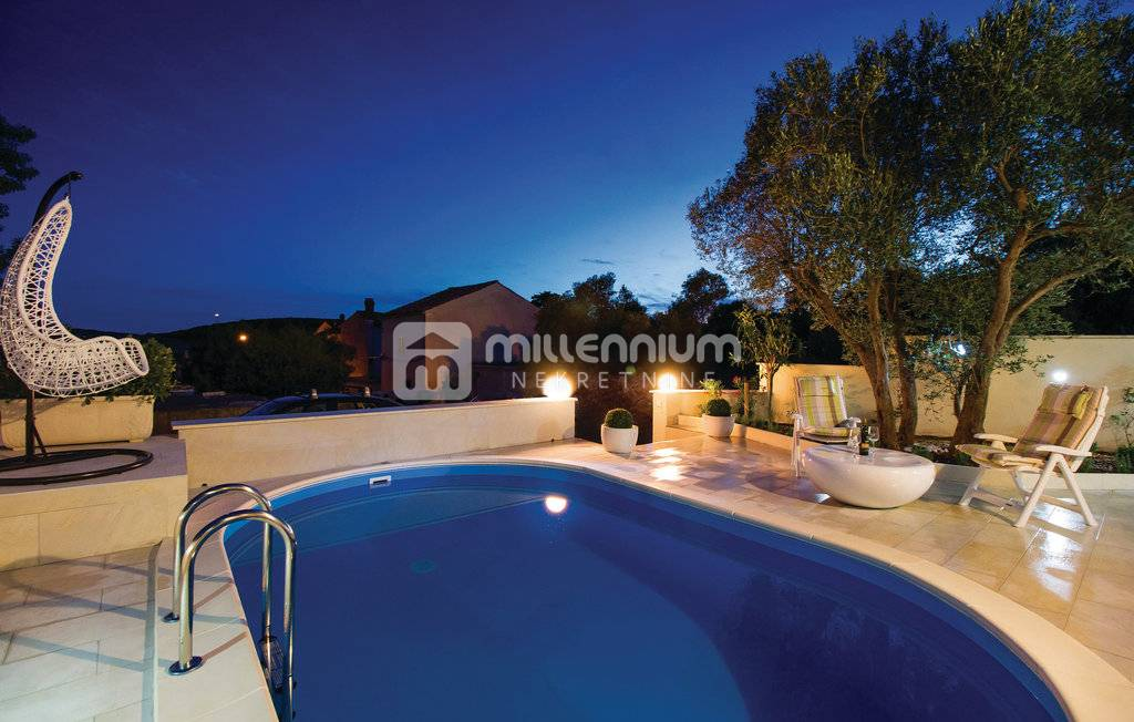 Cres, Martinšćica, kuća s bazenom