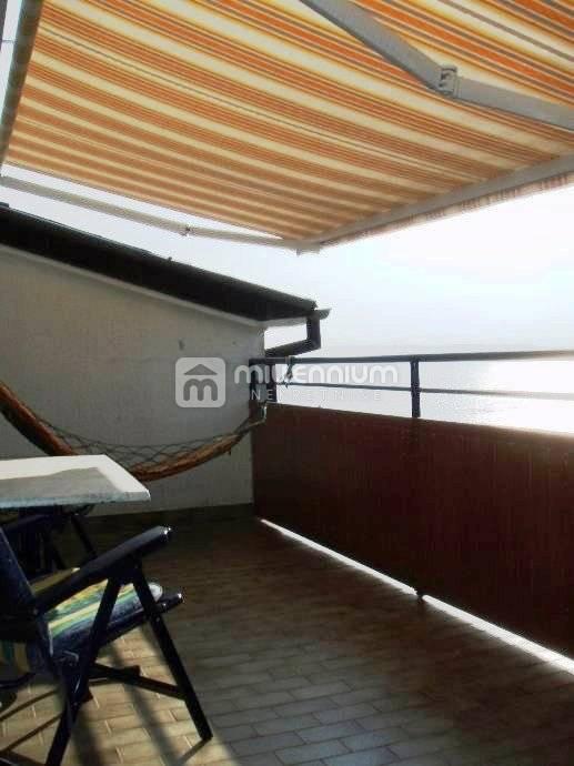 Crikvenica, 2-sobni stan s db, balkon, pogled na more