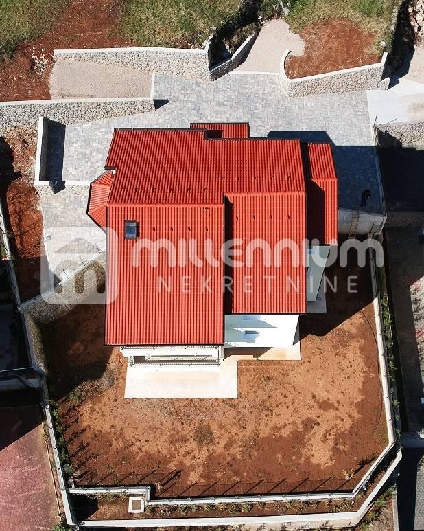 Lovran, novogradnja s tri stambene jedinice