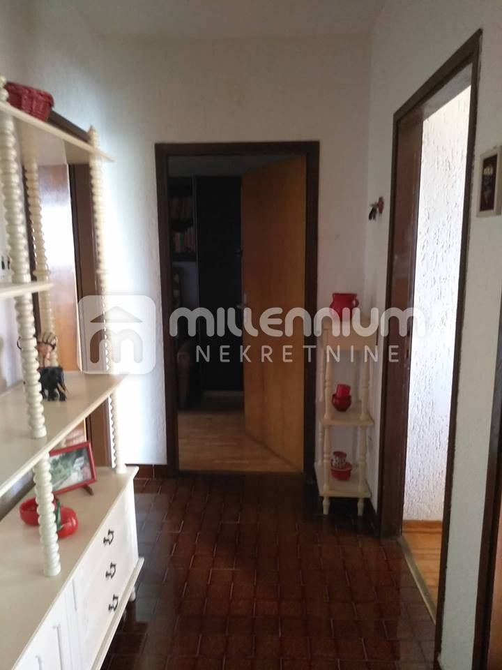 Kastav, samostojeća kuća, garaža i okućnica