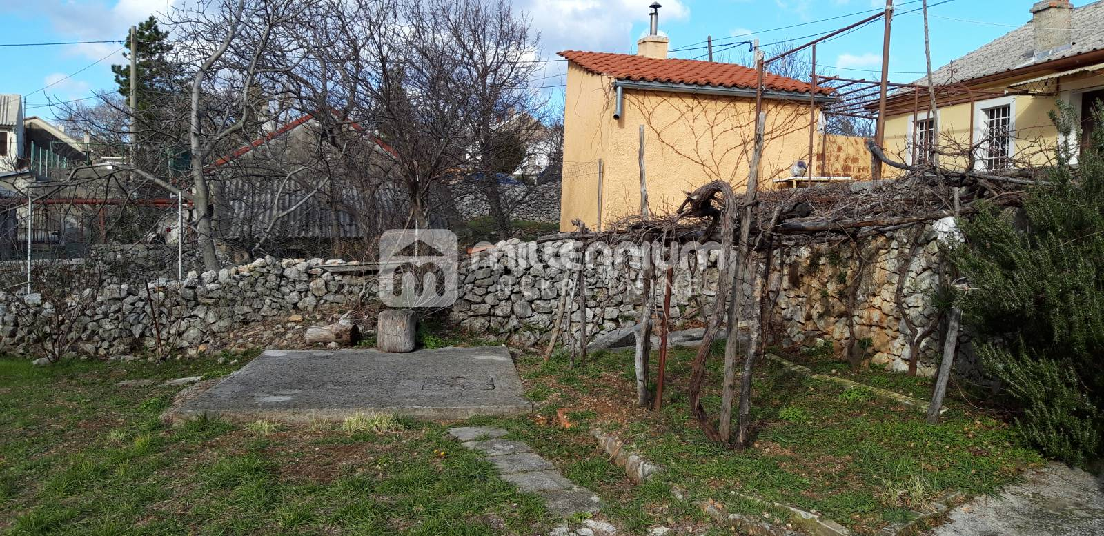 Rijeka prigrad, Krasica, samostojeća starina