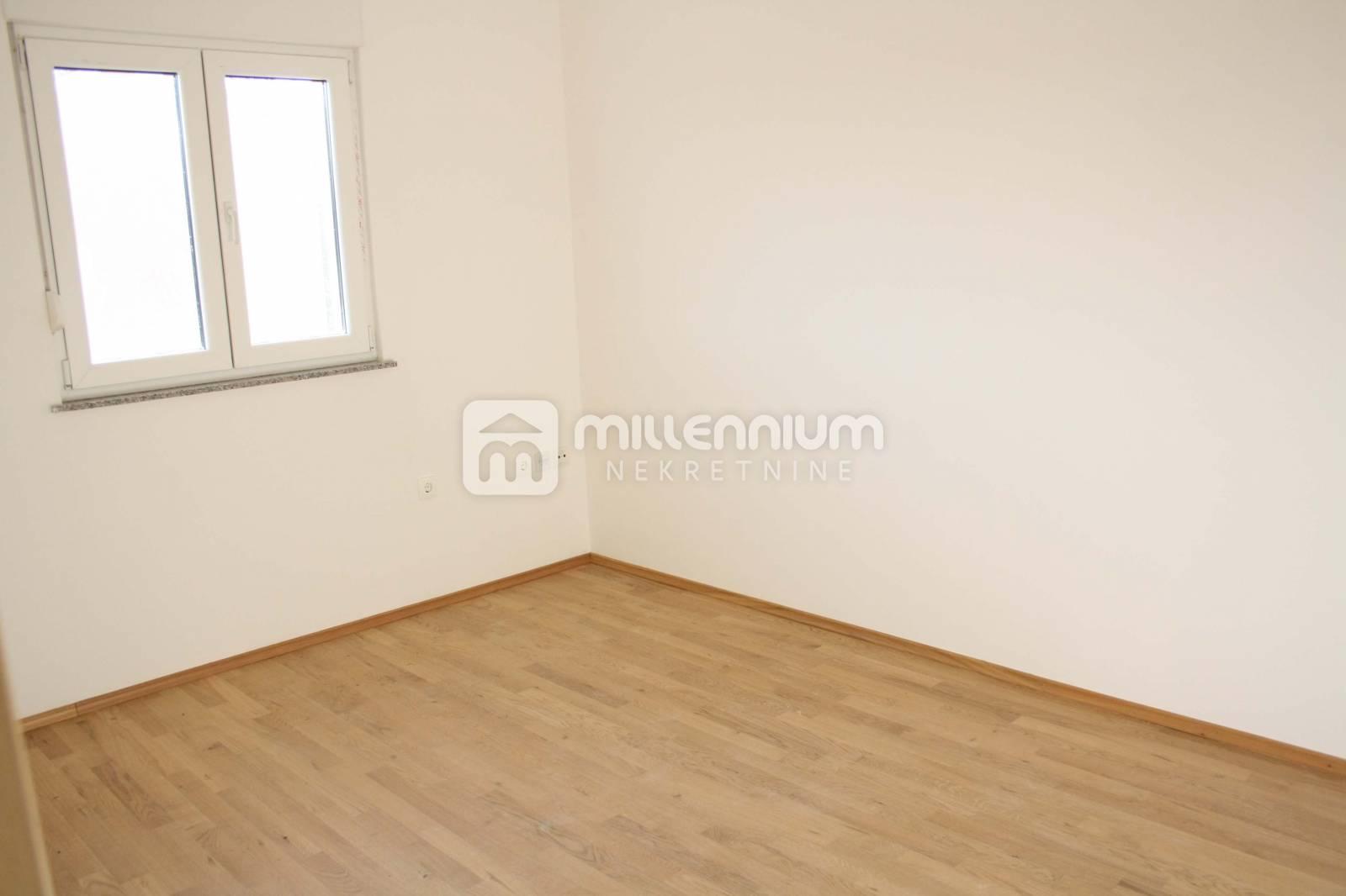 Veli Brgud, 67m2, 2-sobni stan s db i lođom