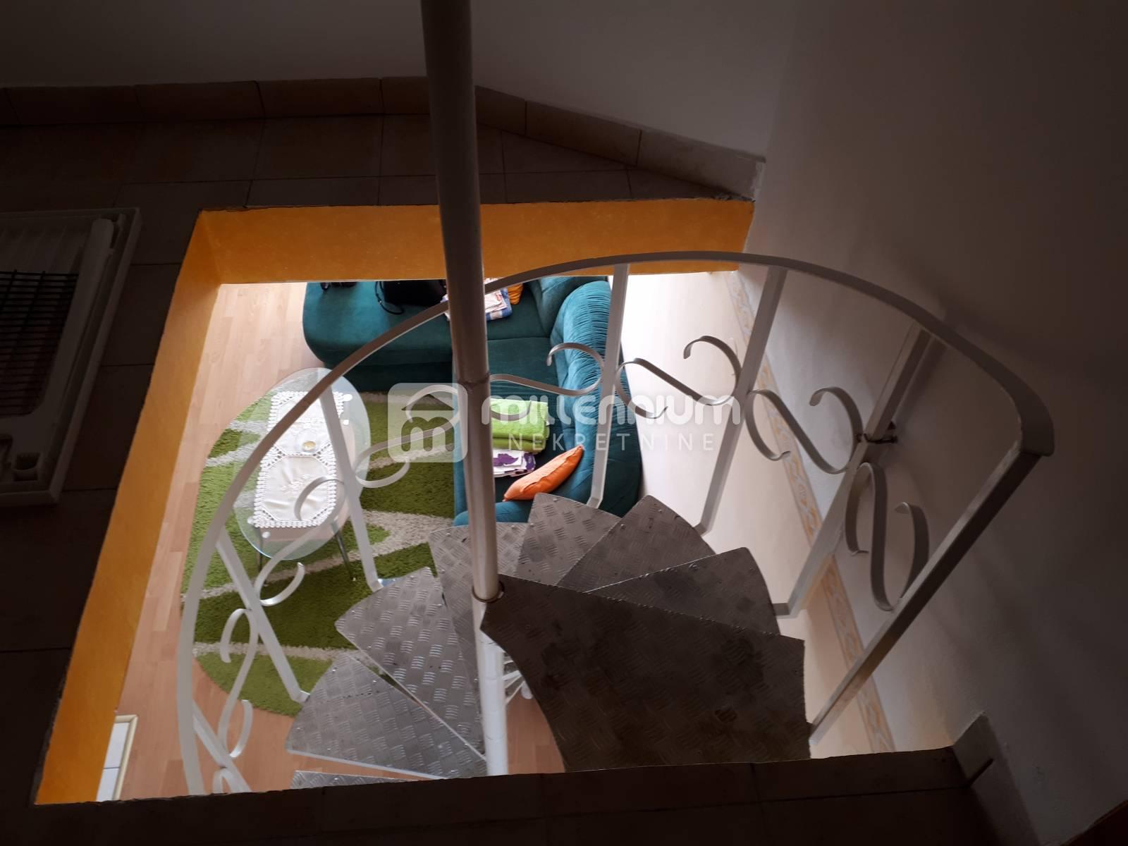 Crikvenica, Dramalj, dvoetažni stan s balkonom
