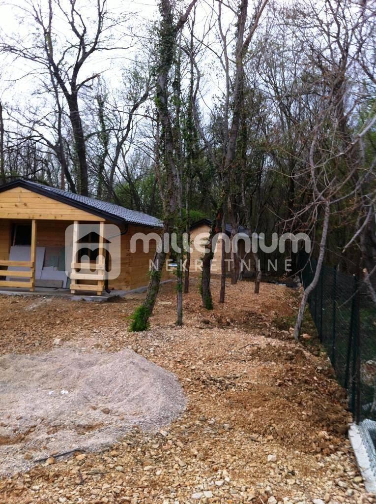 Bribir, 2 drvene kuće