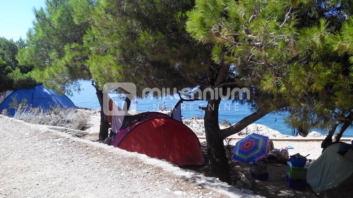 Primošten, 2500m2, kamp na obali mora