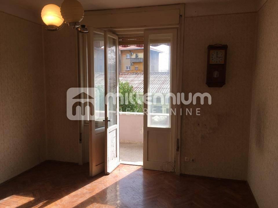 Rijeka, Škurinje, 3-sobni stan s db, balkon + lođa