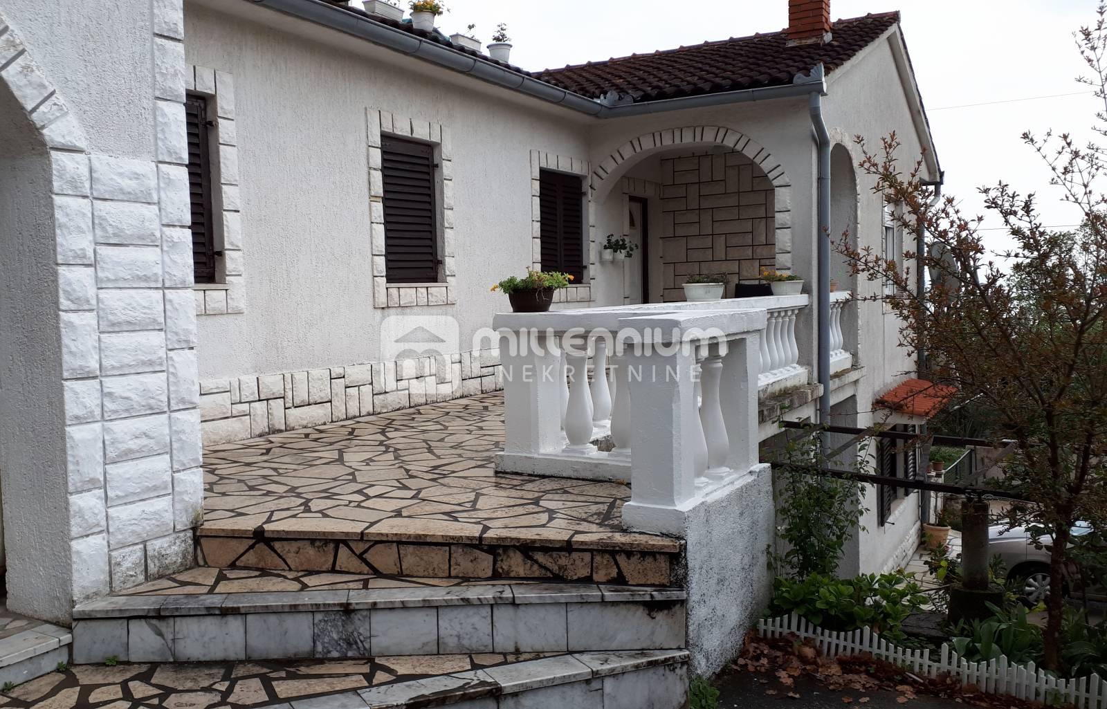Opatija, Ika, kuća s 5 stanova