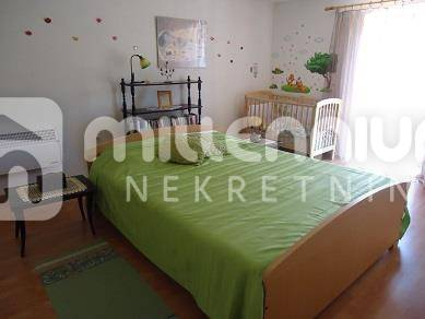 Istra, Buzet, kuća s dvoetažnim  stanom