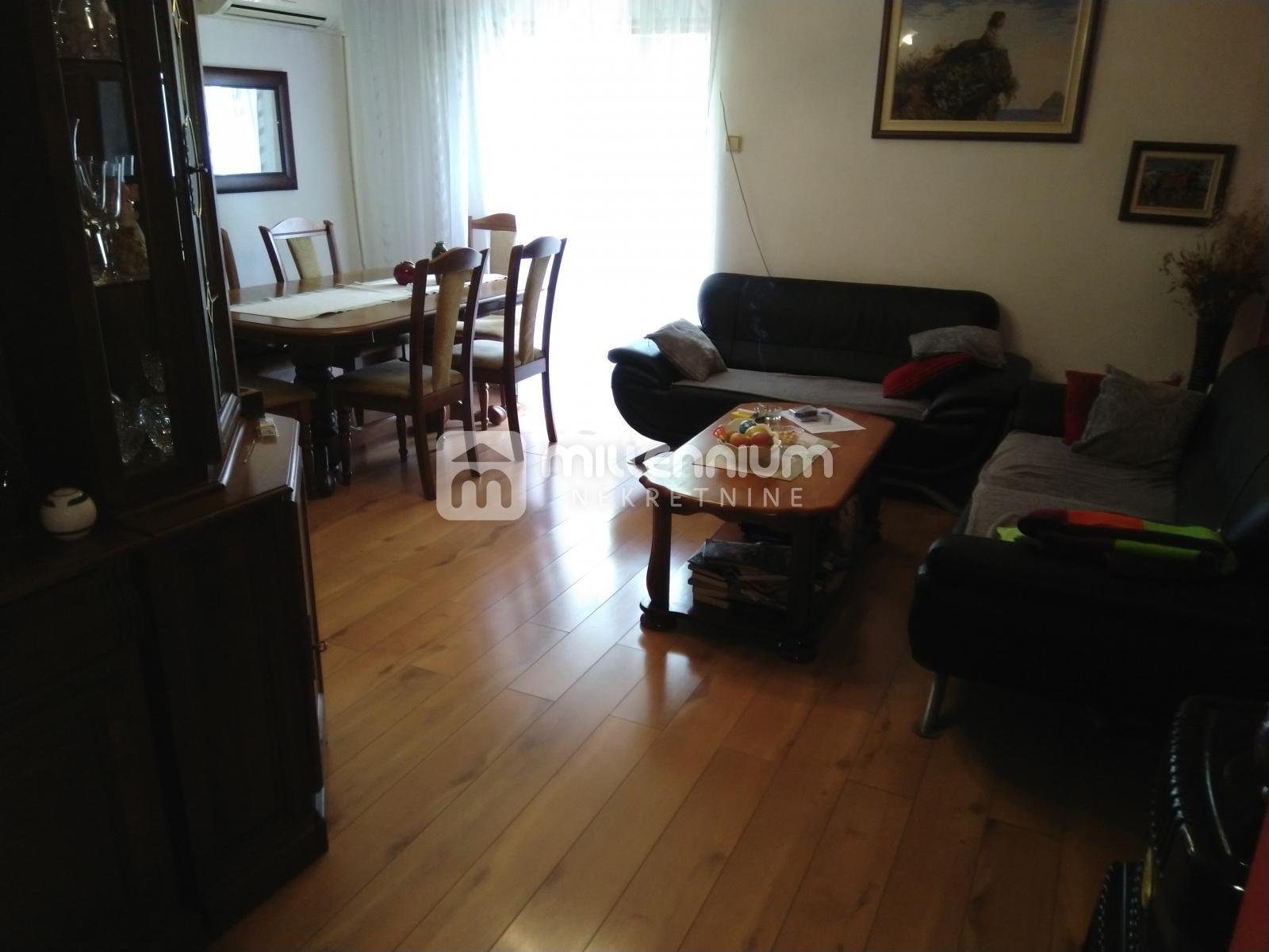 Mavrinci, kuća 200m2 s 3 stana, 200m2 okućnice