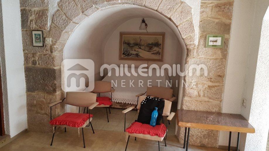 Bribir, etaža kuće s dvorištem i parkingom, 52.000€/hrk