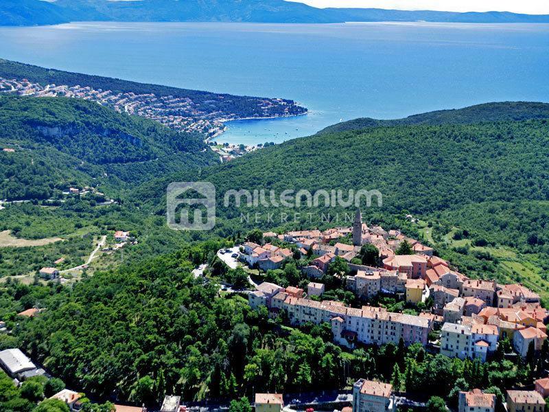 Istra, okolica Labina, građevinsko zemljište od 900m2